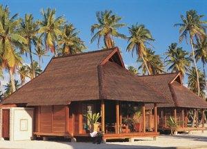 mai-tai-fakarava-bungalow-spiaggia