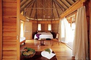 tikehau-pearl-bungalow-spiaggia-interno-2
