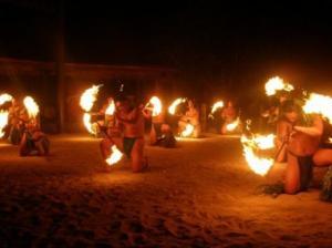 tiki-village-danza-del-fuoco